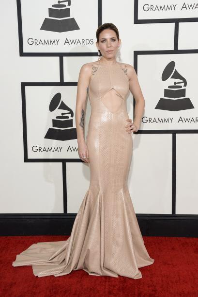 No sólo la abertura del vestido de Skylar Grey fue de muy mal gusto.