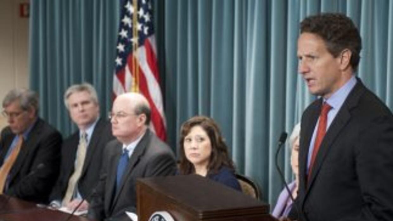 Timothy Gaithner, secretario del Tesoro, apuntó que el endeudamiento de...