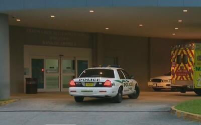 Buscan al conductor que atropelló a dos personas en el área de Liberty C...