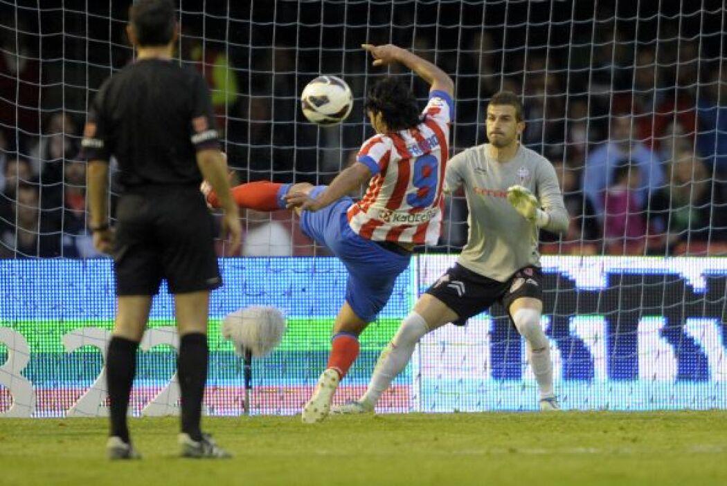 Y aunque el Celta reaccionó con el gol de Augusto Fernández que le daba...