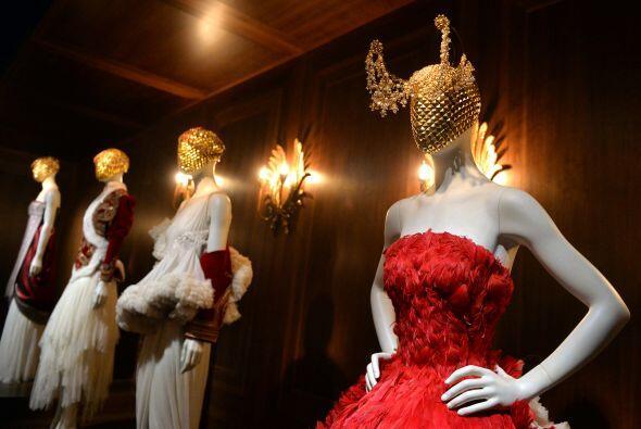 Un derroche de hermosos y glamurosos vestidos es lo que presenta está co...