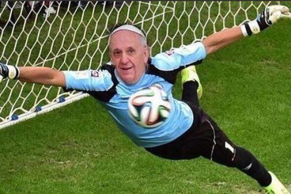 El Papa era la mejor defensa. Mira aquí los videos más chi...