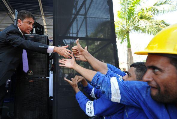 Los obreros disfrutaron la visita de los ex delanteros.