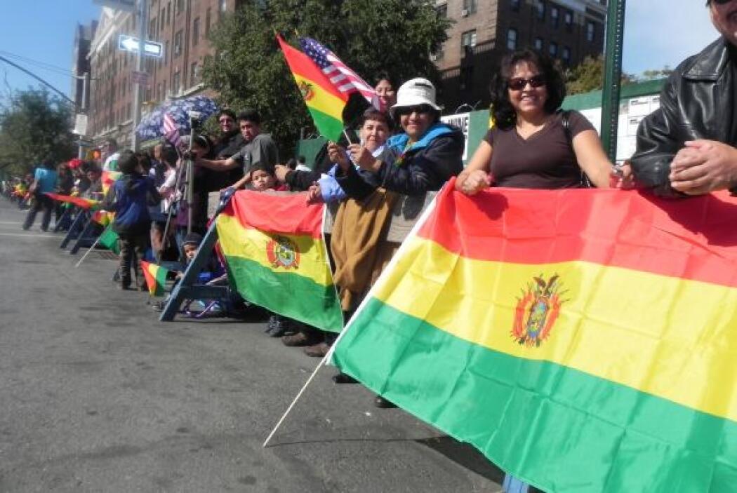 Primer desfile Boliviano de Nueva York 5e7d2c4a7f1f4417870de5278e7ebd83.jpg
