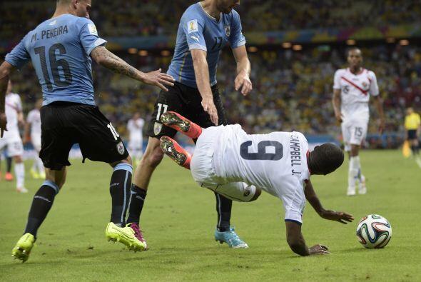 Uruguay no sólo perdió su futbol, perdió la calma y...