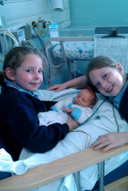 Debido a que su bebé era prematuro tuvieron que esperar unas semanas más...