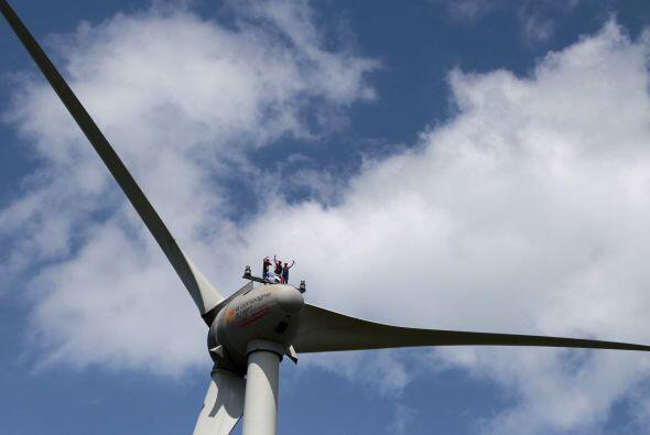 Aficionados y trabajadores de la empresa francesa de energía GDF-...