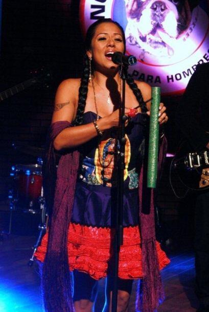 La cantante puso un toque de nostalgia y ritmo a la noche