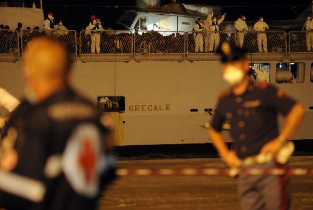 Otras decenas permanecen desaparecidas al naufragar las embarcaciones en...