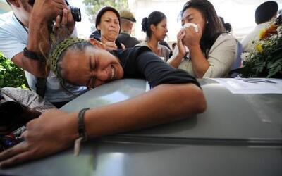 Los cadáverdes de los 16 hondureños asesinados en México por un grupo de...