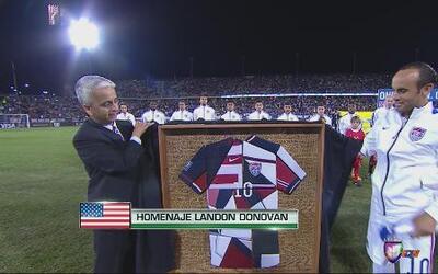 Landon Donovan recibió homenaje de la USSoccer
