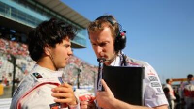 Sergio Pérez (izquierda) no estará la próxima temporada con McLaren.