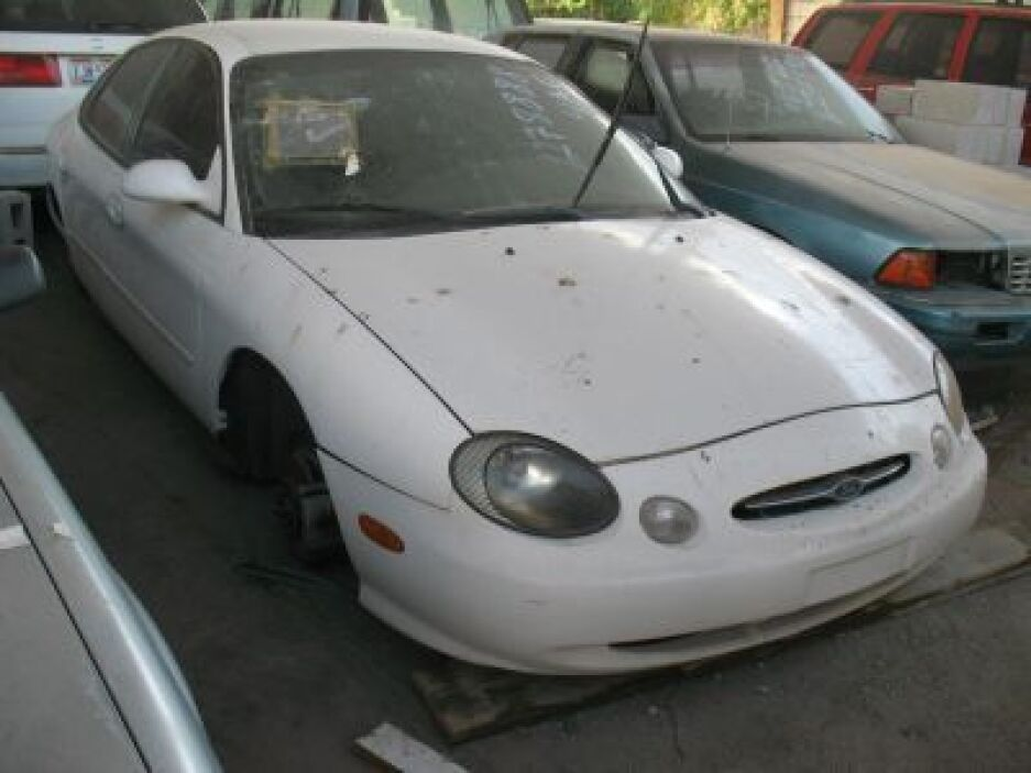 Se ofrece también un lote de 23 vehículos de distintas marcas, tipos y m...