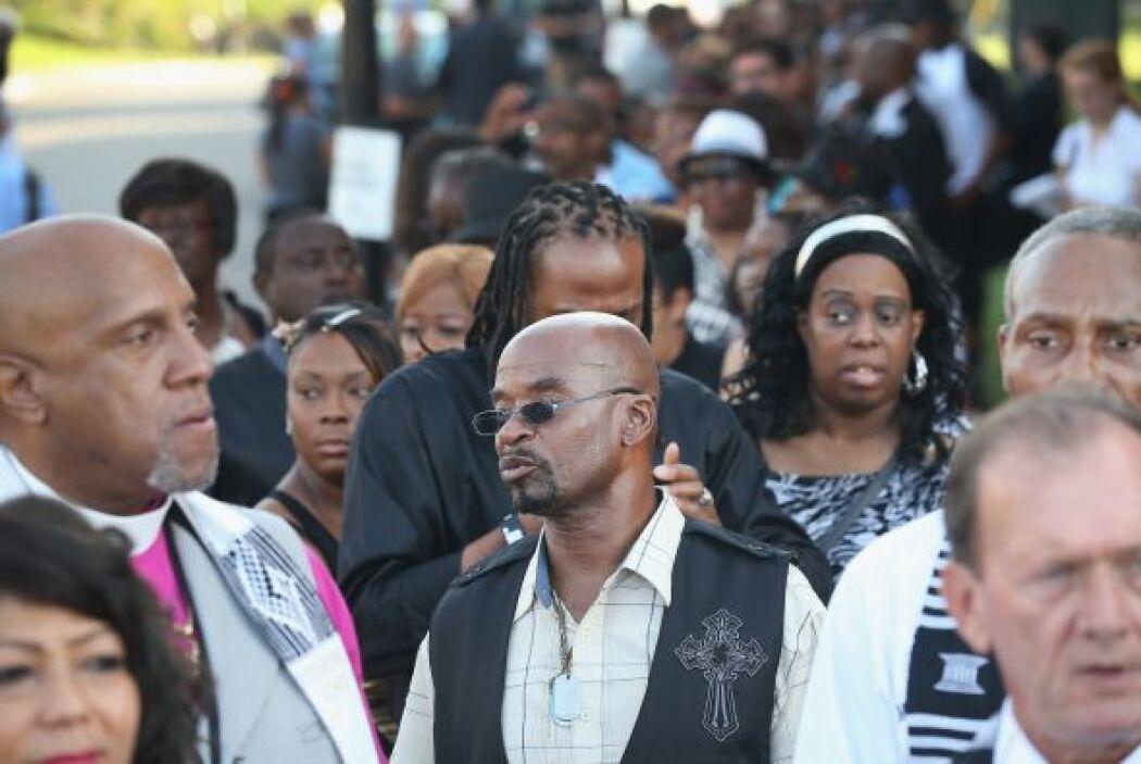 Al funeral asistió el líder de los derechos cívicos Al Sharpton, tres fu...