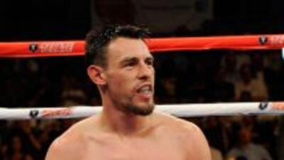 Robert Guerrero se lesionó el hombro.