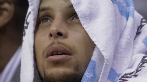 Stephen Curry sumó 26 puntos.