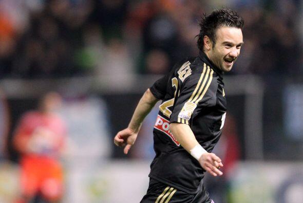 Valbuena, el atacante más implicado del grupo, anima a sus compa&...