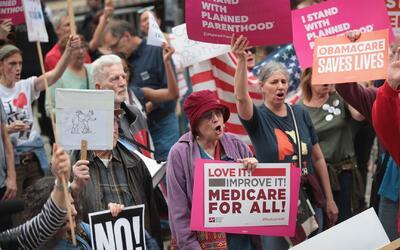 ¿Qué va a pasar con Obamacare luego de que Trump retirara su propuesta d...