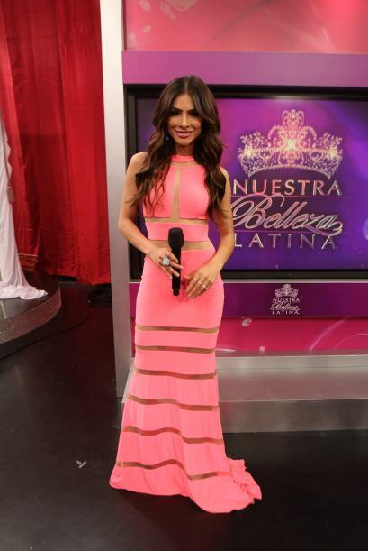 Alejandra Espinoza como siempre muy bella, trató de motivar a cad...