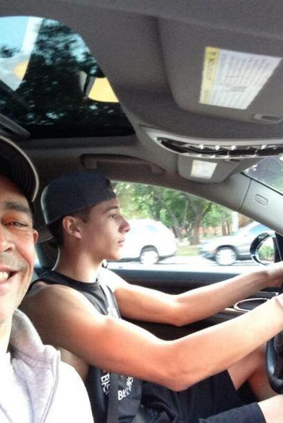 """Por primera vez @jahngabriel manejando mi carro, que Dios nos agarre co..."