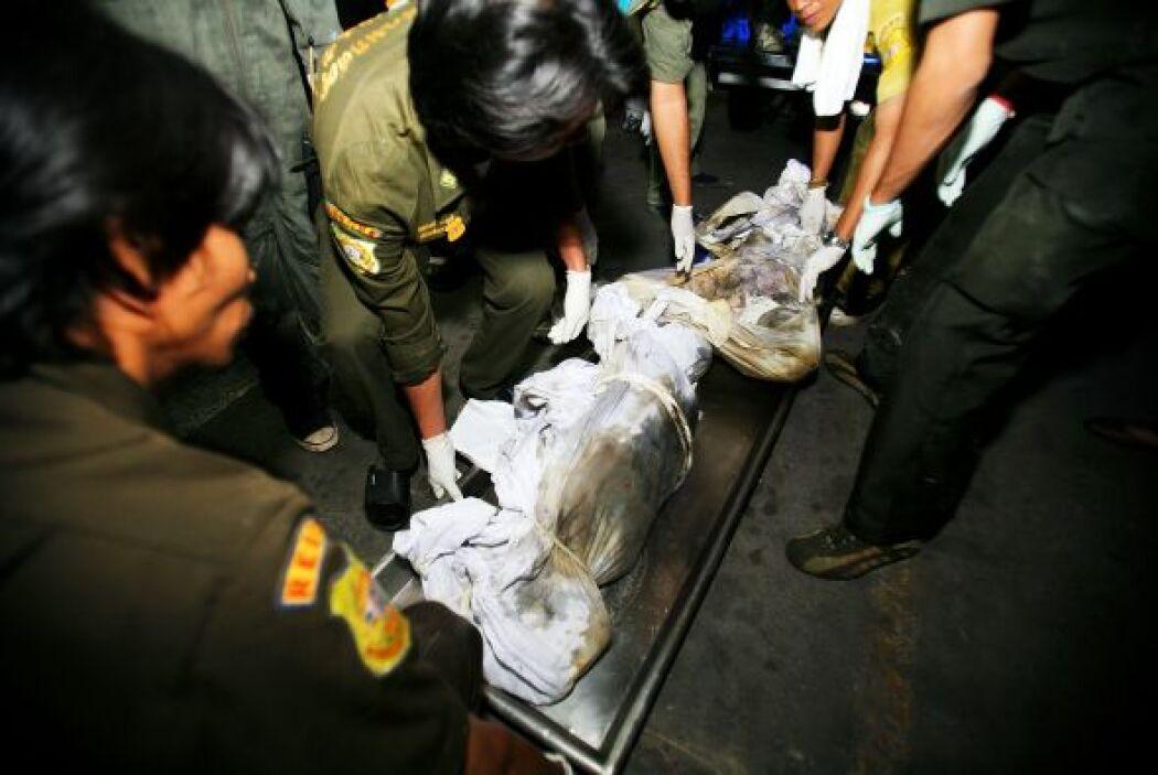 1 enero 2009, Tailandia: 66 personas que festejaban el fin de año en una...