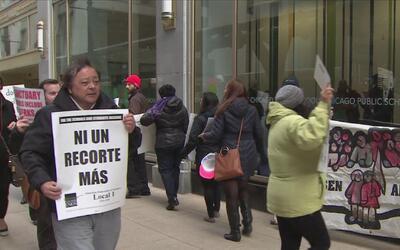 Continúan las manifestaciones frente a CPS por la posibilidad de recorta...