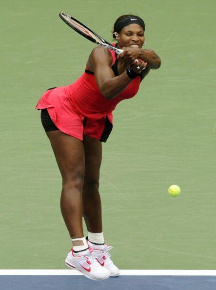 La menor de las Williams, Serena, regresó con paso firme y en cua...