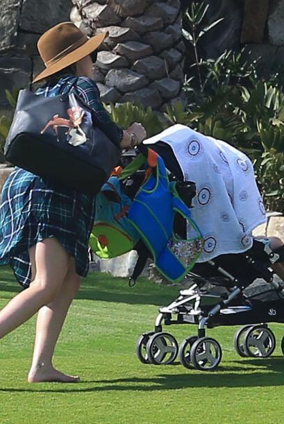 Después de un rato se retiró cargando tooodas las cosas de su nene.