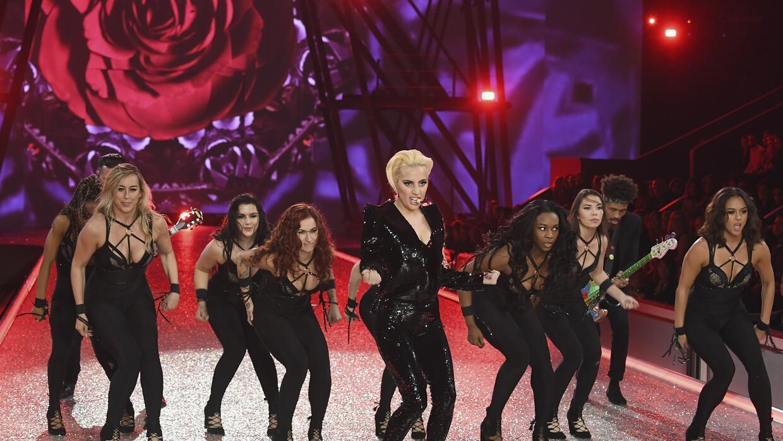 Lady Gaga en el desfile de Victoria's Secret en Paris