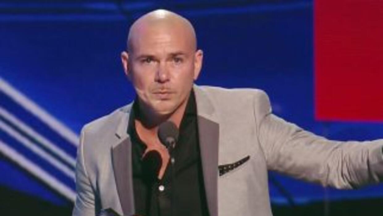 ¡Pitbull se robó los Premios Juvnetud con su mensaje controversial a Don...