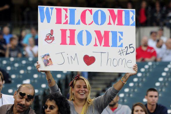 Jim Thome regresó a Cleveland, en donde los aficionados le recibi...