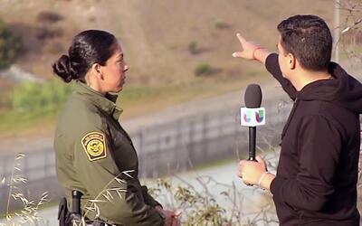 Orlando Segura recorrió el muro fronterizo entre Tijuana y San Ysidro