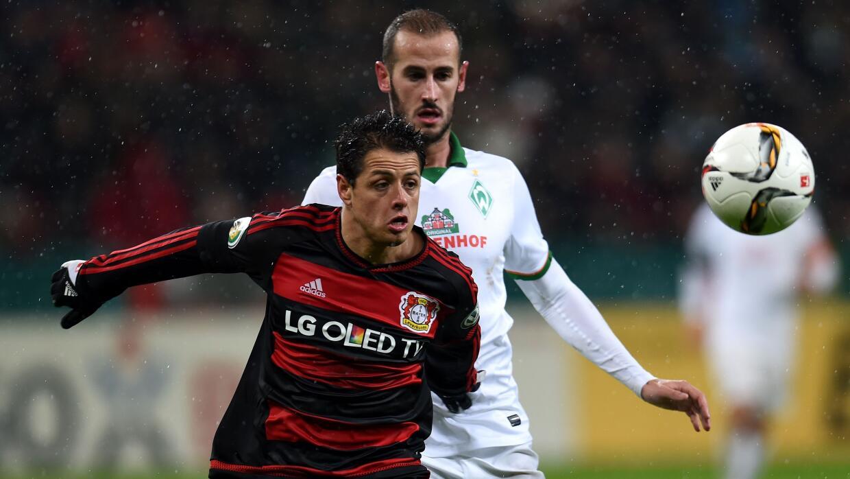Leverkusen eliminado, Chicharito lesionado
