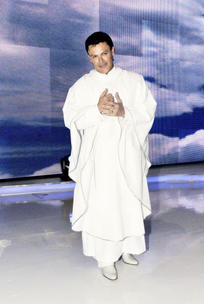 Pedro Fernández llegó como todo un sacerdote. Y es que Sal...