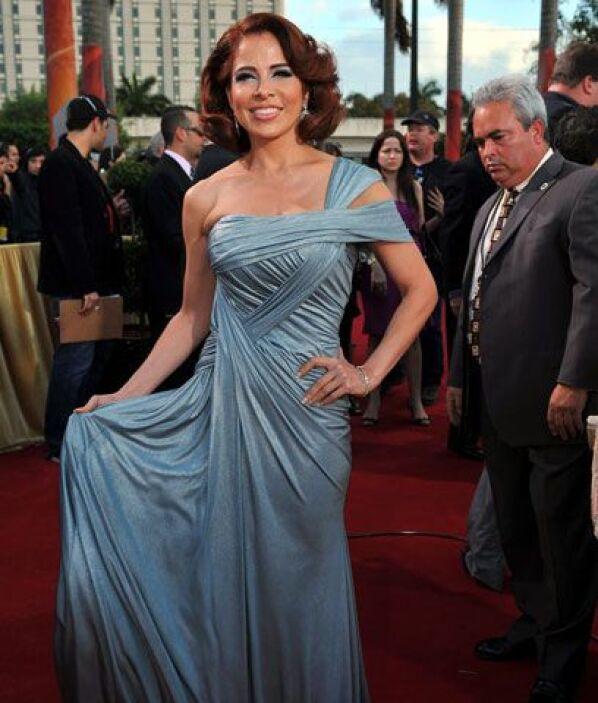 Gloria TreviElla dice: Es cierto eso de que nadie que vista un vestido D...