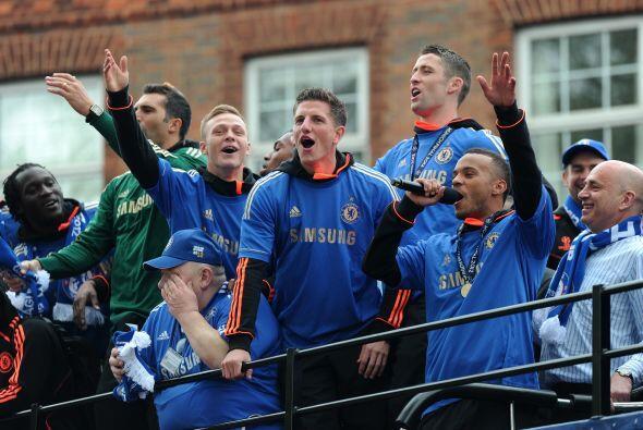 Los jugadores también se dirigieron a la gente, agradeciendo todo...