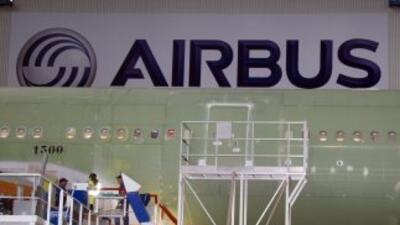 Airbus precisó que fomenta el desarrollo profesional de las mujeres a to...