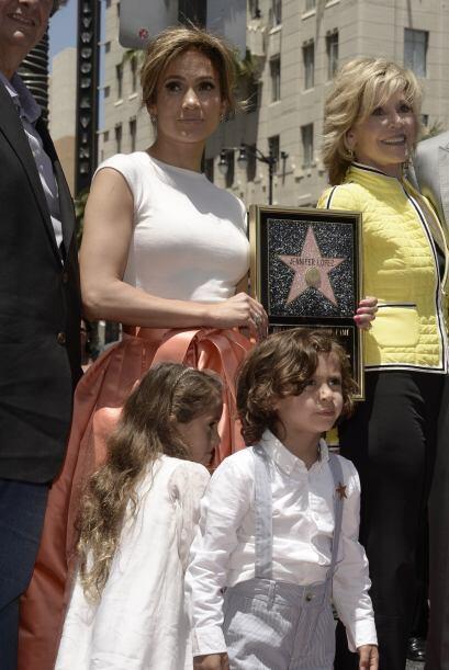Otro ejemplo es Eme, la hija de Marc Anthony y J.Lo, pues, a pesar de te...