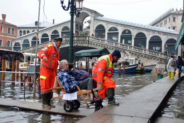 En Orbetello, la región de Albinia se encuentra completamente inundada y...