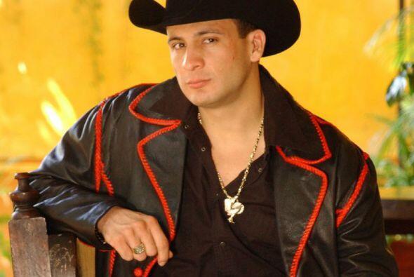 Valentín Elizalde.-  Este intérprete de música popular mexicana, bruta...