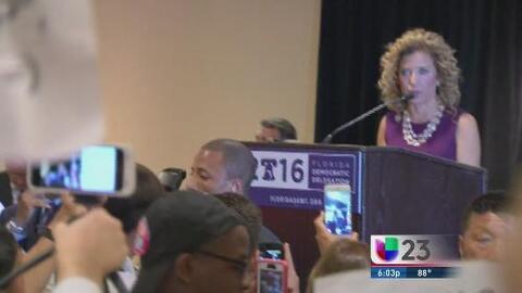 Entre abucheos y controversia comienza la convención demócrata en Filade...
