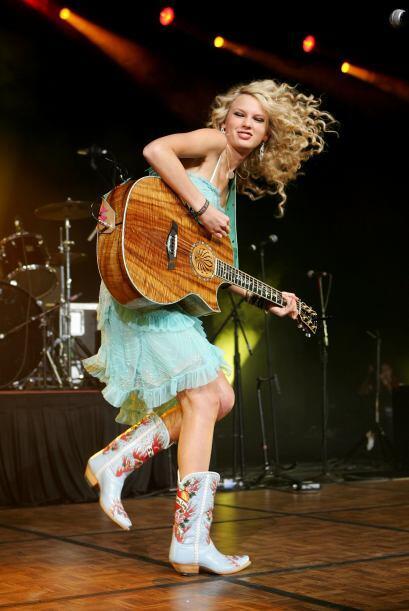 De ser la niña inocente de botita vaquera, Taylor Swift se convirtió en...