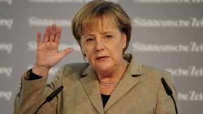 La canciller alemana, Angela Merkel, estña sometida a fuertes criticas p...