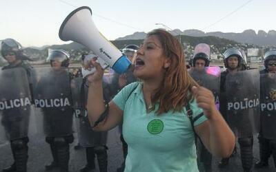 Bloqueos en las carreteras al sur de México crean desabasto en gasolina