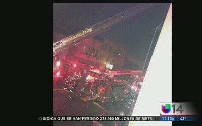 Incendio desplaza a más de 30 personas en Oakland