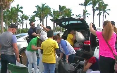 Cubanos en Miami realizan colecta para ayudar a sus coterráneos varados...