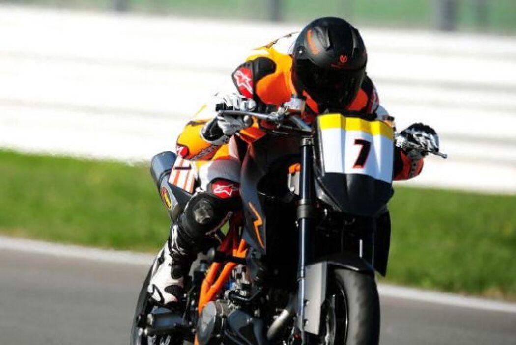 Tras su primer retiro de la F1, Michael incursionó en el motociclismo, p...