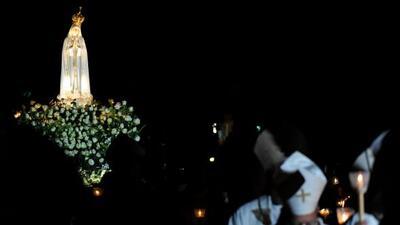 En 1917, la Virgen María se le apareció a la niña Lúcia dos Santos, de d...