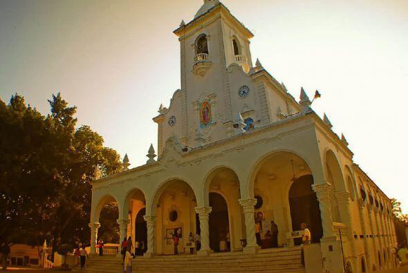 Iglesia de Nuestra Señora de Guadalupe en El Salvador. Foto de Arturo Tr...