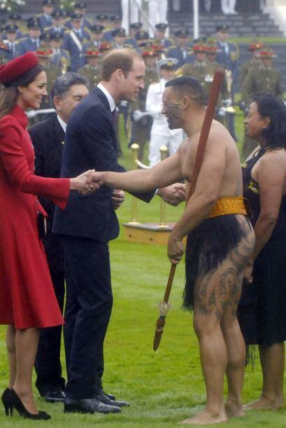 Kate y William saludaron a la pareja Maori. Mira aquí los videos más chi...